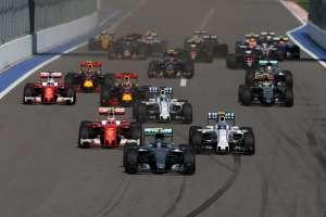 Start od the Russian GP Sochi F1 2016 Foto Mercedes