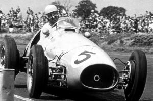 Alberto Ascari na Silverstoneu gdje je slavio s minutom prednosti ispred Juan Manuela Fangia (18.7.1953.) Foto: historicsimracing