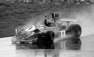 Vittorio Brambilla u March Fordu slavi svoju prvu i jedinu pobjedu u Formuli 1. (17.8.1975.) Foto: f1.com