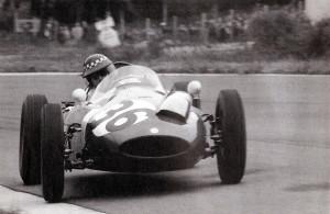 Chris Bristow u akciji na VN Belgije 1960. Tragično je preminuo nakon nesreće u 19. krugu nakon dodira s Willyjem Mairesseom. (19.6.1950.) Foto: f1-history