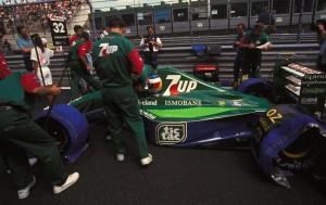 Michael Schumacher uoči starta svoje prve F1 utrke na VN Belgije 1991. gdje je u Jordan Fordu bio zamjena Bertrandu Gachotu. Nijemac se kvalificirao sedmi, ali je u utrci odustao već u prvom krugu zbog kvara na spojci. (25.8.1991.) Foto: f1-history