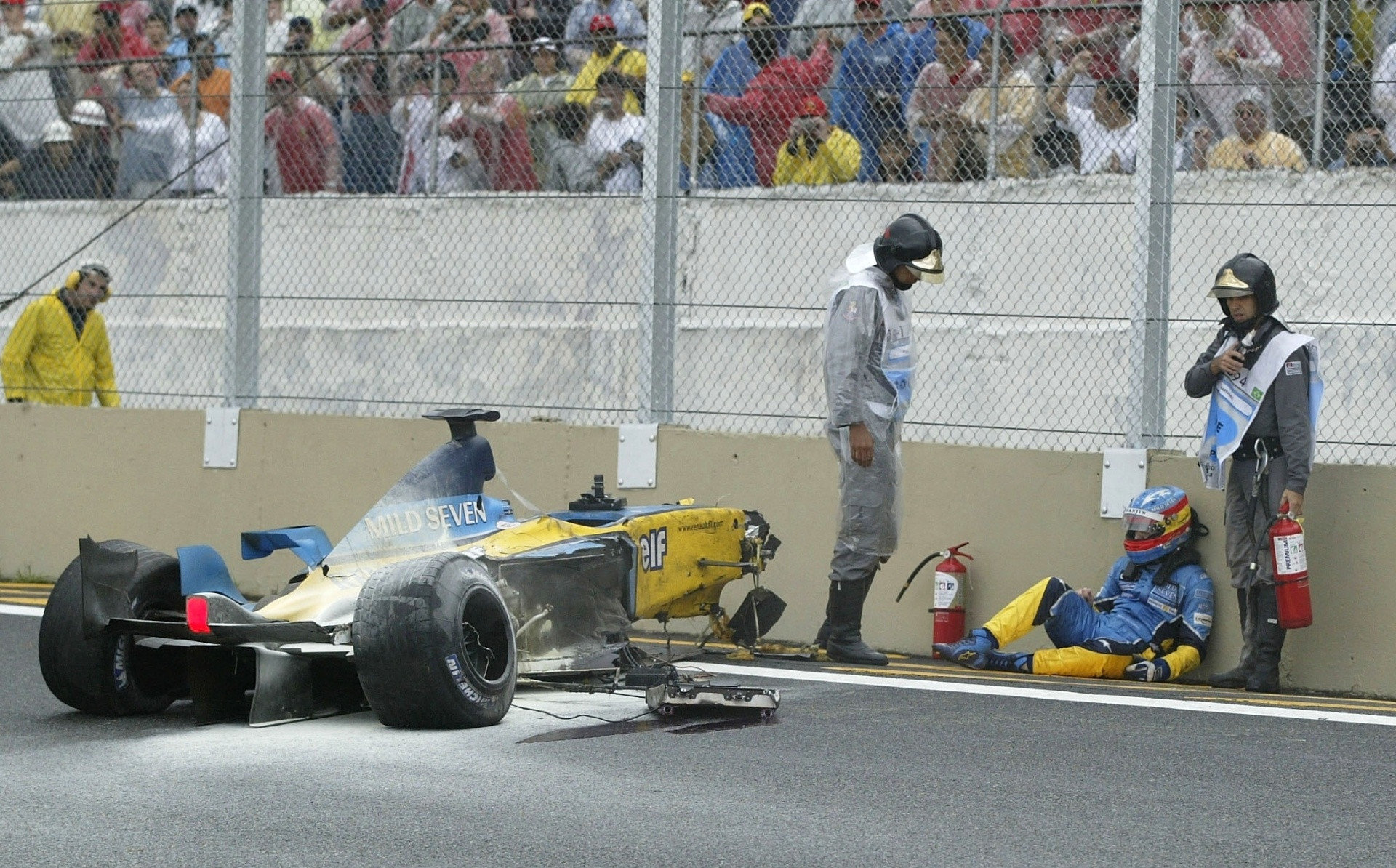 brazilian gp f1 2003 interlagos crash renault r23
