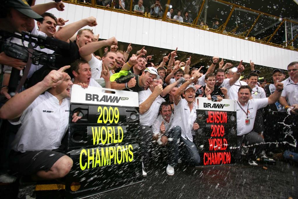 Jenson Button i njegova momčad Brawn GP slave naslove svjetskih prvaka. (18.10.2009.) Foto: lowdownblog