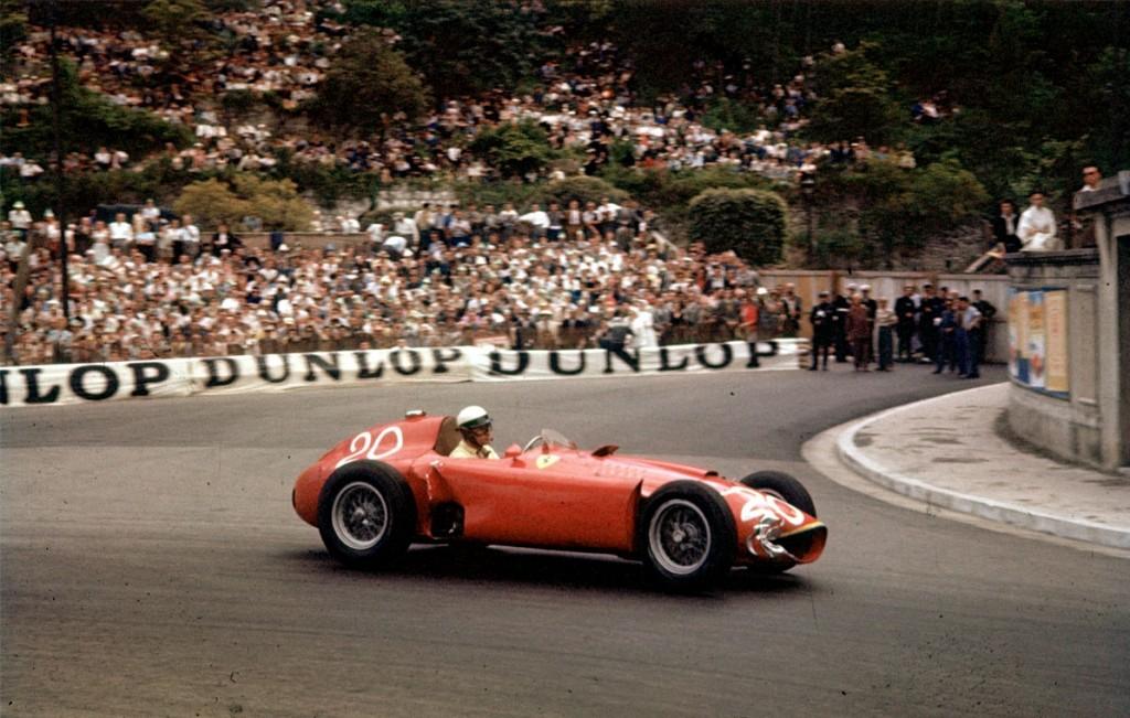 Juan Manuel Fangio na VN Monaka 1956. startao je s pole positiona, odvozio najbrži krug, ali pobjedu je odnio Stirling Moss u Maseratiju. (13.5.1956.) Foto: cochesclasicosdehoy