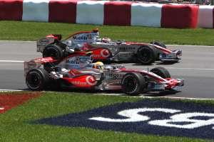 Hamilton i Alonso u obračunu na VN SAD-a održanoj na Indianapolisu. Lewis je pobijedio Alonsa s pole positiona i stigao do druge pobjede u karijeri, tjedan dana nakon prve pobjede u Kanadi. (17.6.2007.) Foto: Mercedes
