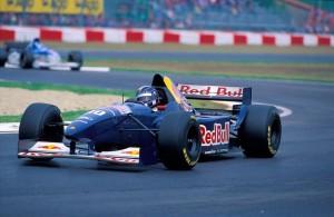Heinz-Harald Frentzen u Sauberu C14 na VN San Marina 1995. Te godine Sauber je započeo suradnju s austrijskim proizvođačem energetskih pića Red Bullom. (30.4.1995.) Foto: earth66