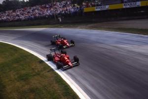 Gerhard Berger (28) i Michele Alboreto (27) ostvarili su na VN Italije 1988. dvostruku pobjedu za Ferrari, nepunih mjesec dana nakon smrti Enza Ferrarija. Ujedno su spriječili McLaren da pobijedi na svih 16 utrka te sezone. (11.9.1988.) Foto: wfopenwheel.com