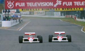 Ayrton Senna prelazi Alaina Prosta i preuzima vodstvo na VN Japana 1988. Francuz je imao problema s mjenjačem zbog čega ga Brazilac lako prestiže i osvaja svoj prvi naslov svjetskog prvaka. (30.10.1988.) Foto: Norio Koike@ASE