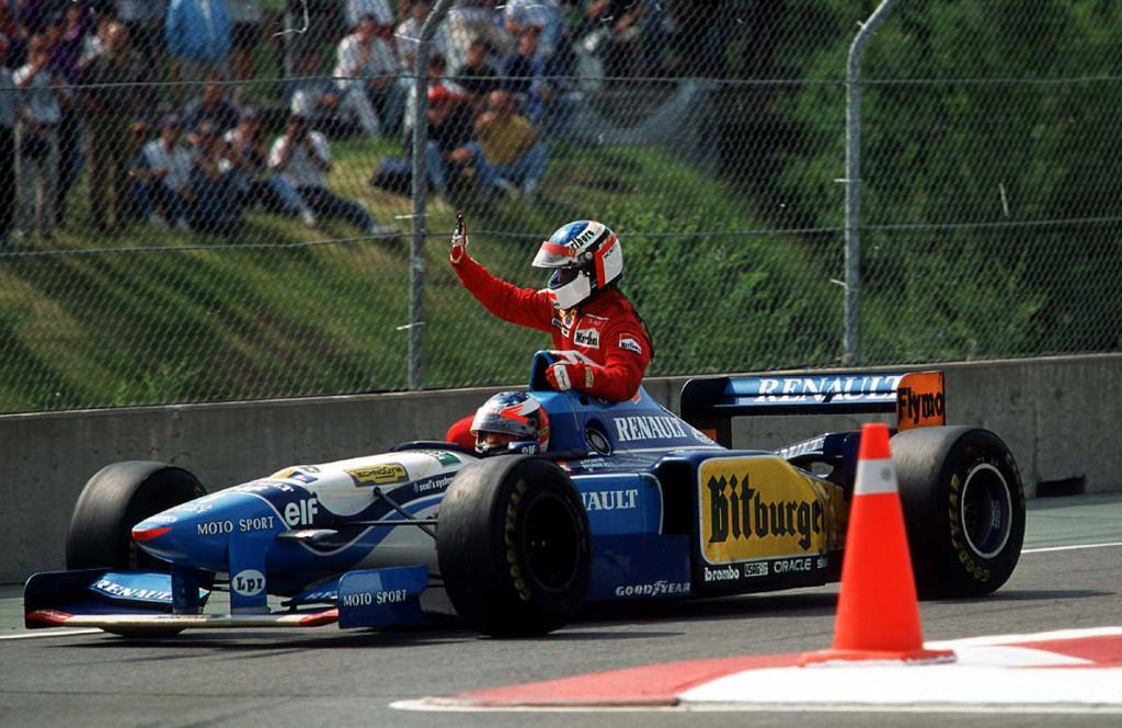 Alesi je u pobjedničkom krugu ostao bez goriva, a Schumacher je pokazao fine manire i povezao Francuza do boksa. (11.6.1995.) Foto: timetv