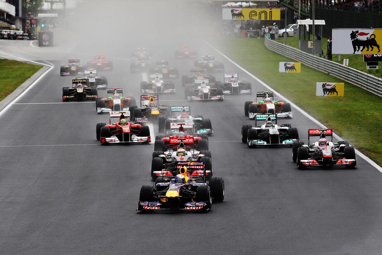Rijetka scena - kišna VN Mađarske. Utrka 2011. bila je tek druga kišna otkako je VN Mađarske dio kalendara Formule 1. Kao i na prvoj kišnoj utrci 2006. slavio je Jenson Button. (31.7.2011.) Foto: Getty