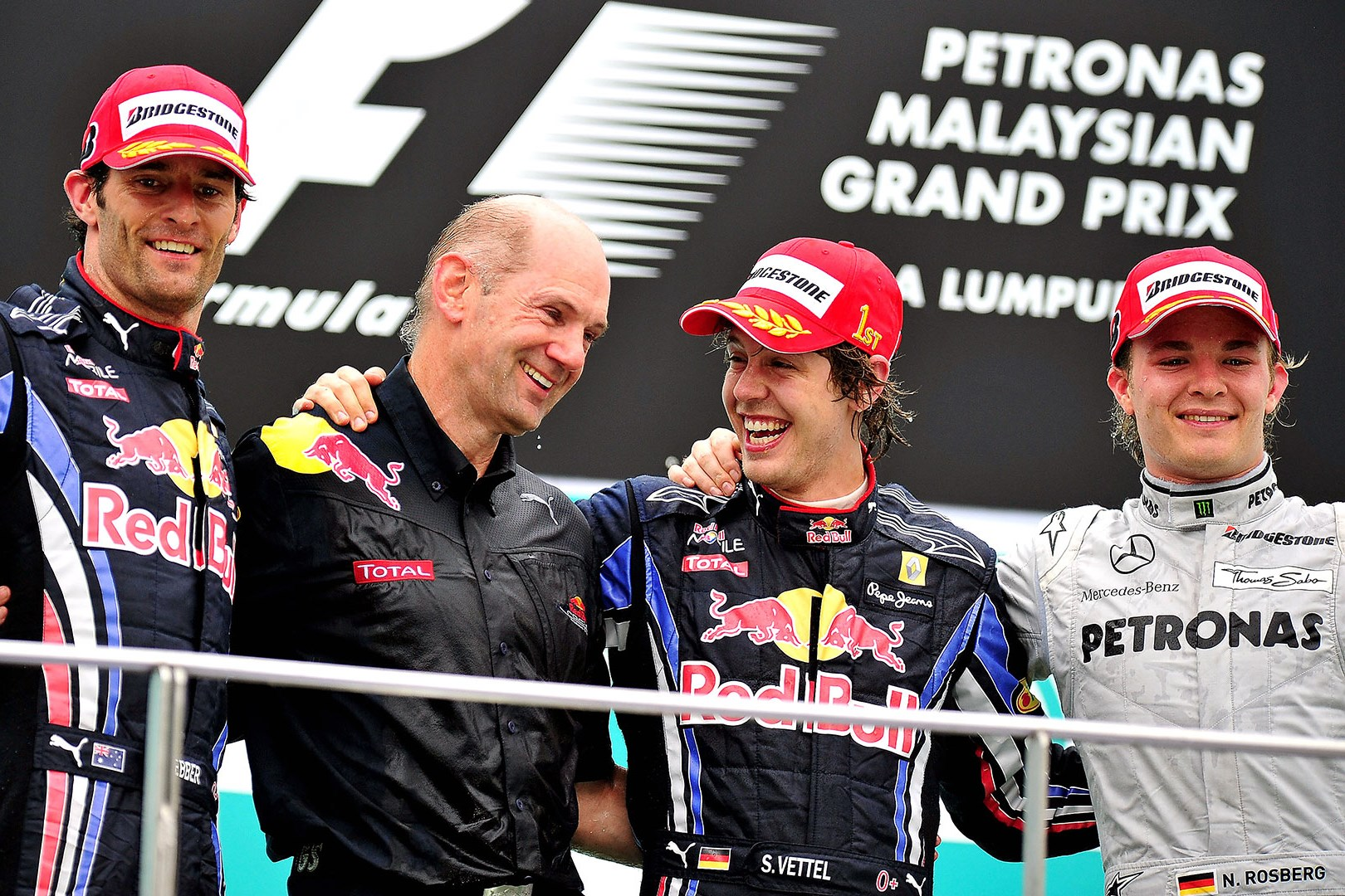 malaysian-gp-f1-2010-podium-celebration-vettel-webber-rosberg-newey-foto-f1fansite