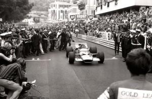 Graham Hill, kojeg su zvali i 'Mr. Monaco', pobijedio je na ovoj prestižnoj utrci pet puta. Na slici je VN Monaka 1968. gdje je Hill ostvario svoju četvrtu pobjedu u Monaku (26.5.1968.) Foto: F1-History