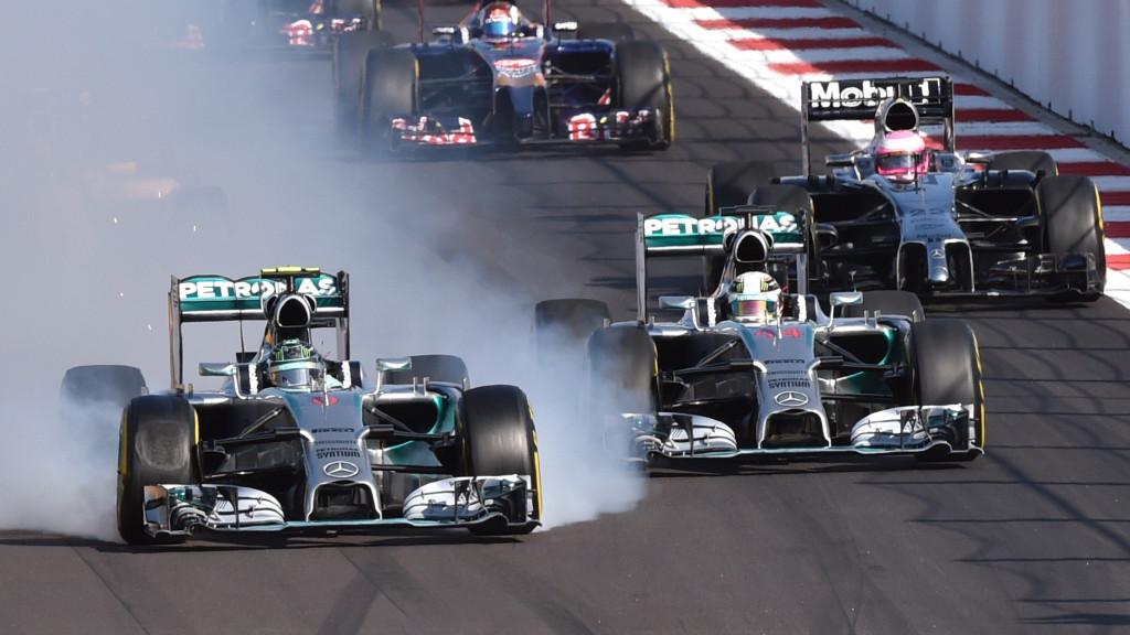 Trenutak koji je odlučio utrku - Rosberg blokira kotače na kočenju u drugi zavoj i uništava prednje gume. Hamilton je došao do jedne od lakših pobjeda u karijeri, a Rosberg se uspio oporaviti i osvojiti drugo mjesto. (12. 10. 2014.) Foto: reddit