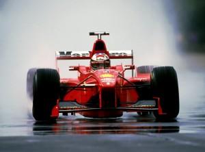Michael Schumacher na kišnom drugom treningu u Monzi 1998. Nijemac je u subotu osvojio pole position, a u nedjelju i pobjedu ispred momčadskog kolege Irvinea što je bilo dovoljno da se bodovno izjednači s vodećim Mikom Hakkinenom. (11.9.1998.) Foto: caranddriverthef1