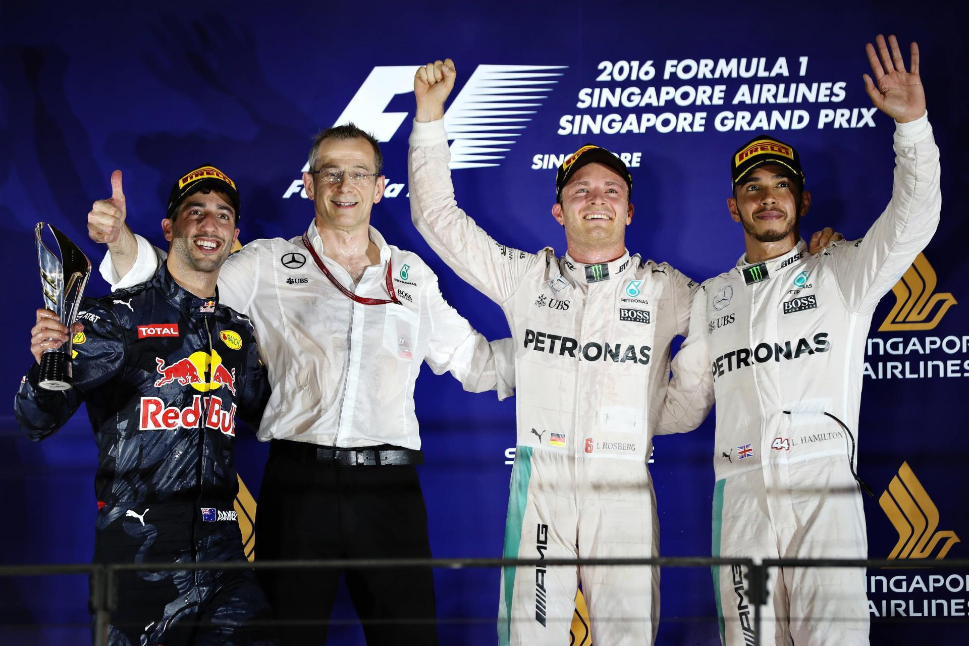 singapore-2016-f1-podium-foto-red-bull