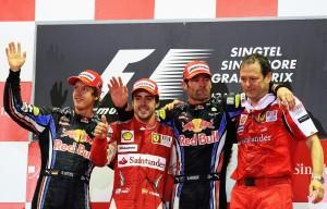 Fernando Alonso slavio je na VN Singapura 2010. ispred dva Red Bulla i tako značajno povećao svoje šanse u borbi za naslov prvaka četiri utrke prije kraja sezone. (26.9.2010.) Foto: ausmotive
