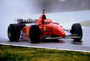 Michael Schumacher u Ferrariju F310 juri prema dominantnoj pobjedi, prvoj za Ferrari. (2.6.1996.) Foto: Ferrari