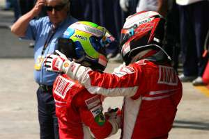 felipe-massa-kimi-raikkonen-brazil-gp-f1-2007-after-the-race