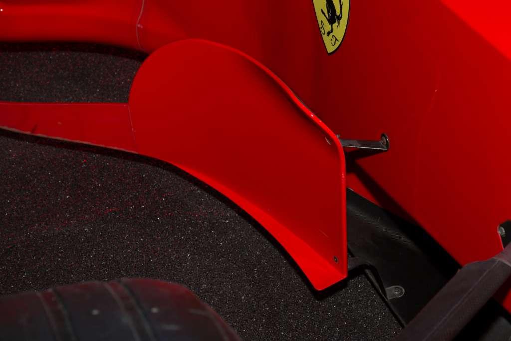 Dimenzije ovih bočnih deflektora Ferrariju su donijele diskvalifikaciju koju su žalbom poništili.