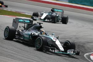 Česta slika 2015. - Hamilton vodi Rosberga