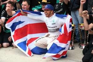 Hamilton slavi treći naslov prvaka, što mu je, prema njegovim riječima, 'najveći trenutak u životu'