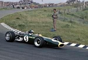 Jim Clark je u Lotusu 49 na VN Nizozemske 1967. donio Cosworthovom DFV motoru prvu od ukupno 155 F1 pobjeda. (4.6.1955.) Foto: f1history