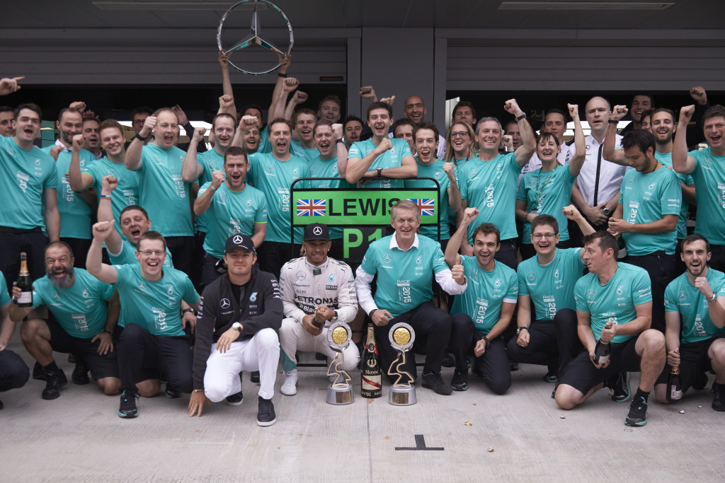 mercedes-f1-2015-russian-gp-celebrate-constructor-championship-trophy