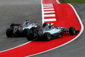 rosberg-hamilton-mercedes-w06-hybrid-usa-gp-f1-2015-start-clash