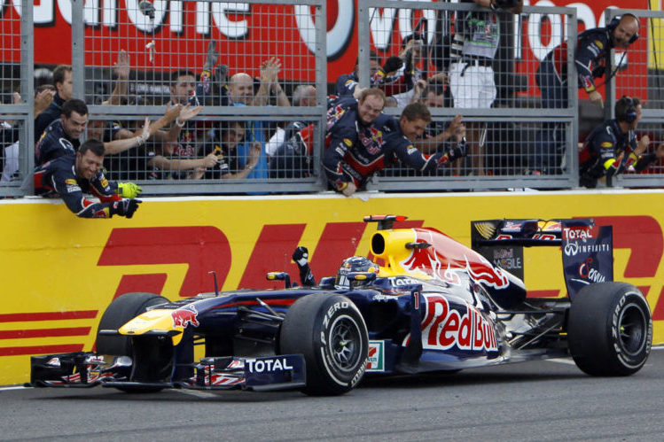 Vettel slavi treće mjesto na Suzuki 2011. i drugi naslov prvaka Foto: Red Bull)