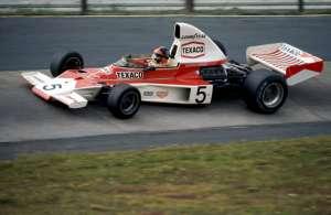 Emerson Fittipaldi donio je McLarenu prvi vozački naslov 1974., a iste godine osvojili su i prvi konstruktorski naslov. Na slici je Fittipaldi na VN Njemačke na Nurburgringu (4.8.1974.) Foto: f1-history