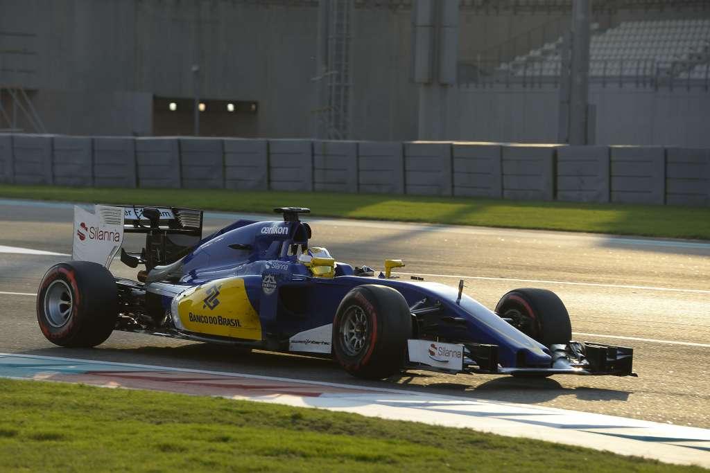 marcus-ericsson-sauber-ferrari-c34-abu-dhabi-f1-tyre-test-2015-pirelli-super-soft