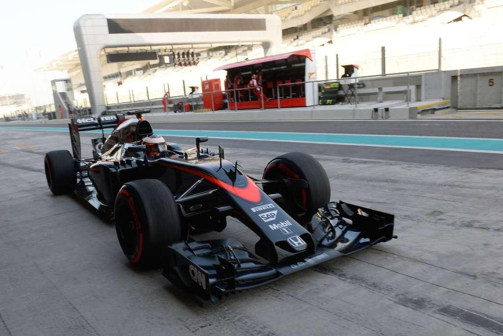 stoffel-vandoorne-mclaren-honda-mp4-30-abu-dhabi-f1-tyre-test-2015-super-soft-pirelli