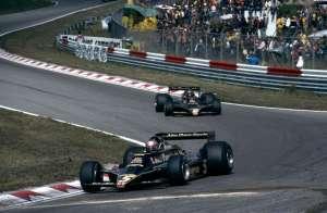 Mario Andretti leading team mate Ronnie Peterson (JPS Lotus-Ford 79) 1978 Dutch Grand Prix Zandvoort Foto - Itsawheelthing