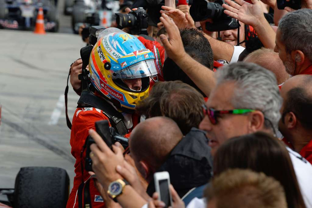 fernando-alonso-ferrari-f14t-celebrate-at-hungary-gp-hungaroring-f1-2014-foto-ferrari