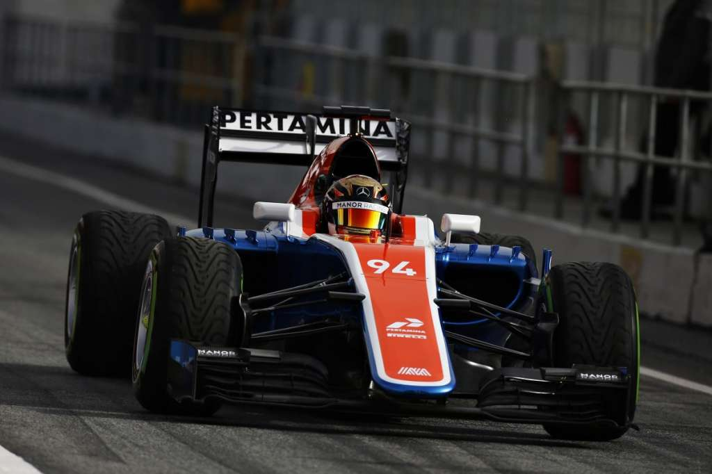 new-manor-mr05t-mercedes-f1-2016-car-barcelona-debut-front-pascal-wehrlein