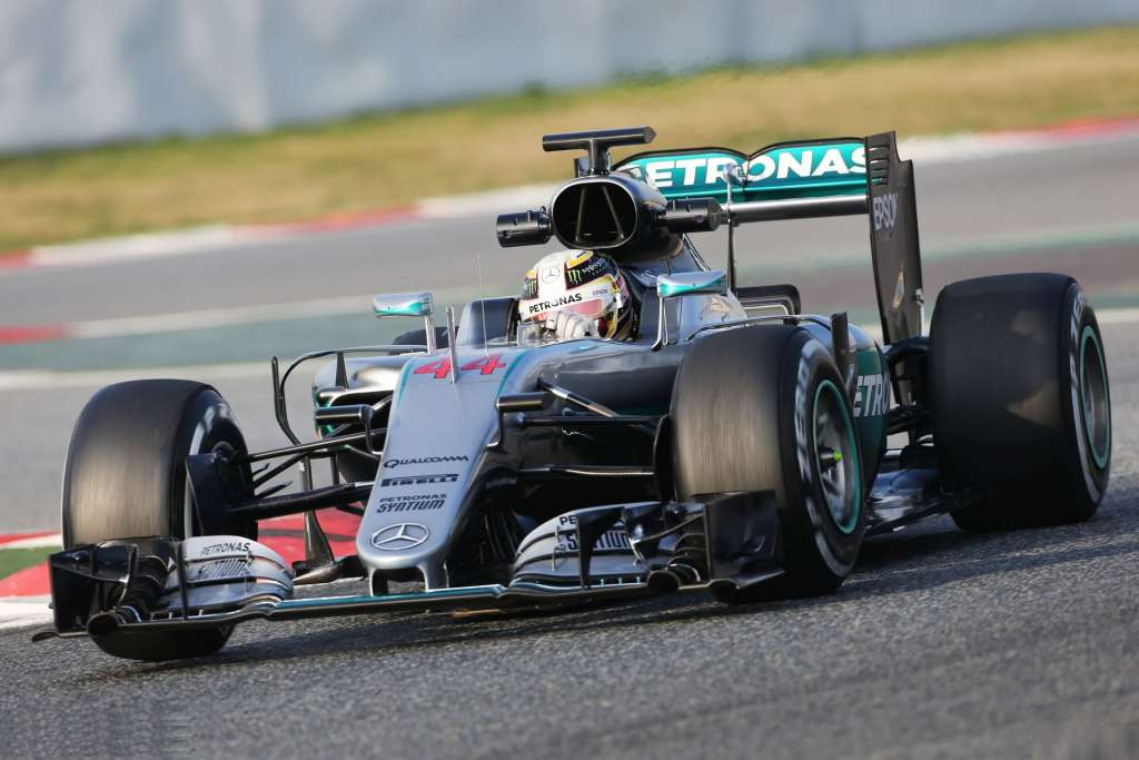 new-nose-mercedes-w07-hybrid-on-track-foto-f1-fanatic