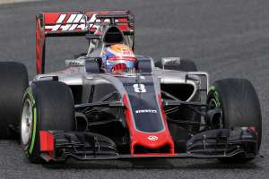 romain-grosjean-haas-f1-vr16-barcelona-test-22-2-2016-on-track