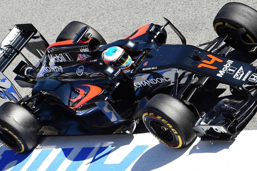 Fernando-Alonso-McLaren-Honda-MP4-31-Barcelona-test-01-03-2016-soft-top-shot