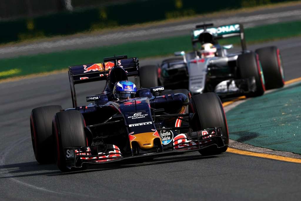 Max Verstappen leads Lewis Hamilton at the Australian GP F1 2016