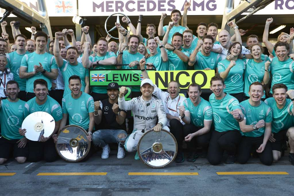 Mercedes F1 team celebrate their Australian GP victory, Melbourne, 20.3.2016.
