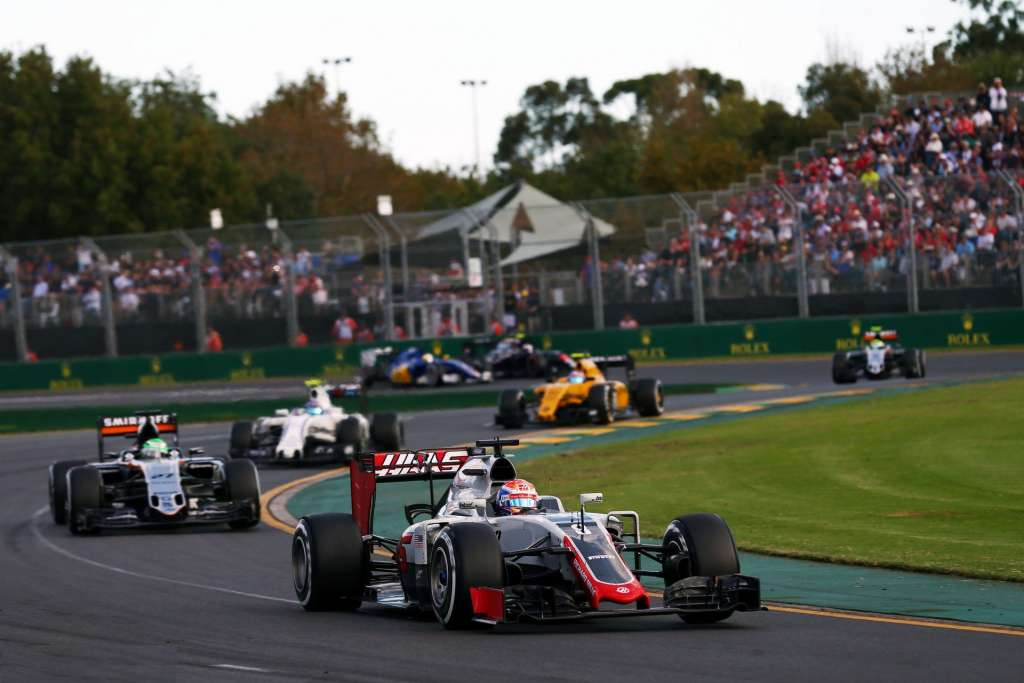 Romain Grosjean leads Nico Hulkenberg at the Australian GP F1 2016