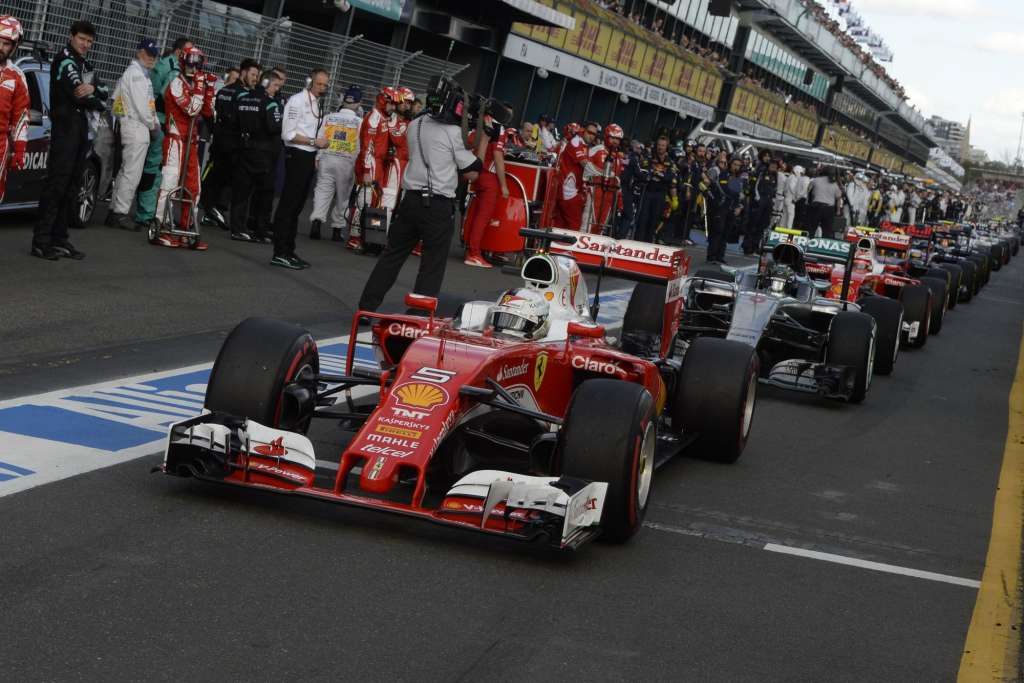 Sebastian Vettel leads at the restart of Australian GP F1 2016