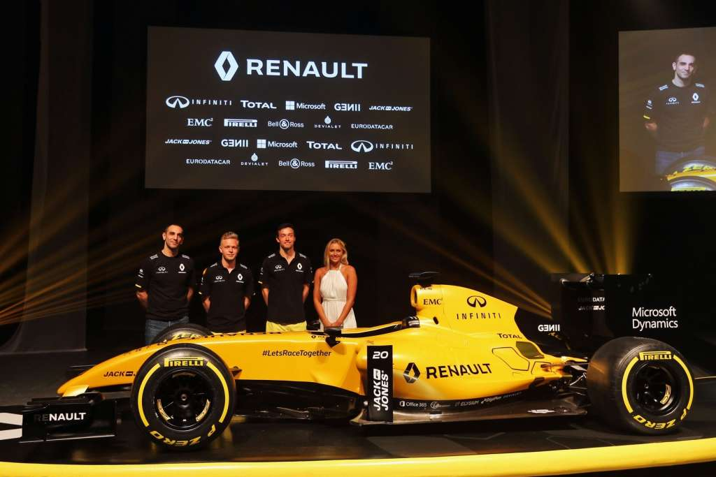 new-renault-rs16-livery-side-full