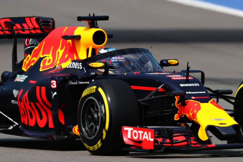 Daniel Ricciardo Red Bull RB12 TAG Heuer Russia GP F1 2016 with aeroscreen 2