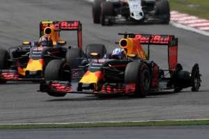 Daniel Ricciardo Red Bull TAG Heuer RB12 China GP F1 2016. race tyre failure