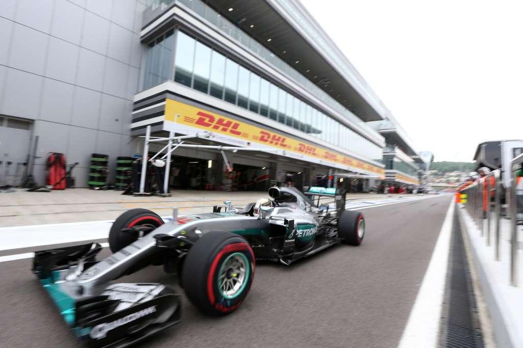 Lewis Hamilton Mercedes W07 Hybrid in the pitlane Russia GP F1 2016 Foto Mercedes