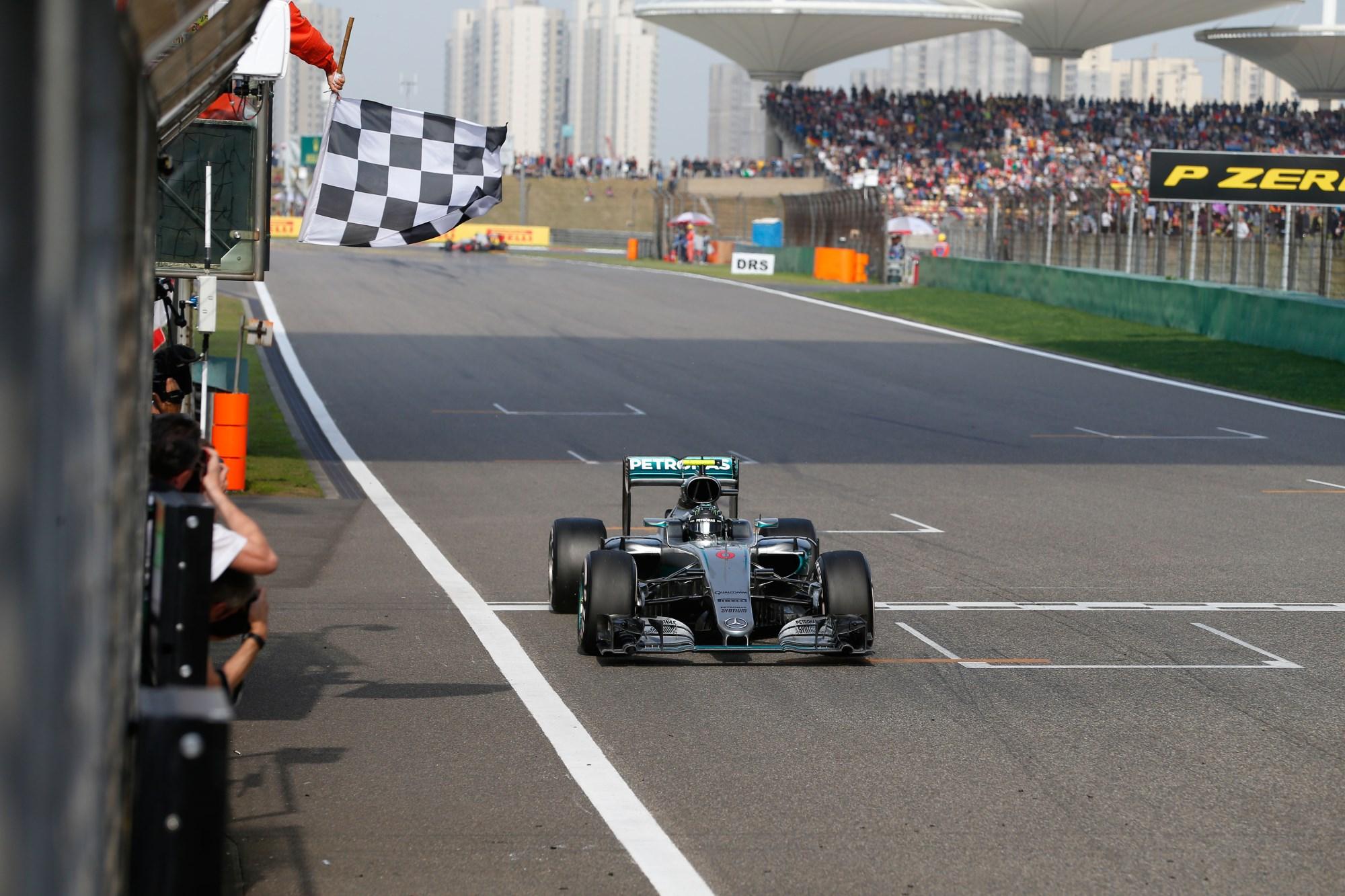 Nico Rosberg Mercedes W07 Hybrid China GP F1 2016 finish line