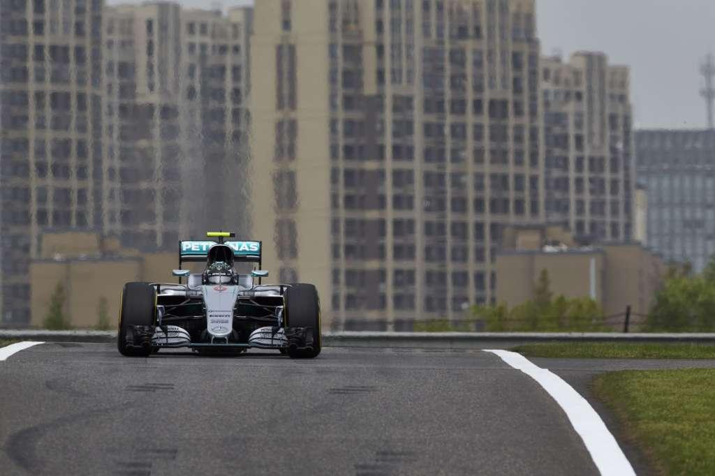 Nico Rosberg Mercedes W07 Hybrid China GP F1 2016 pit entry