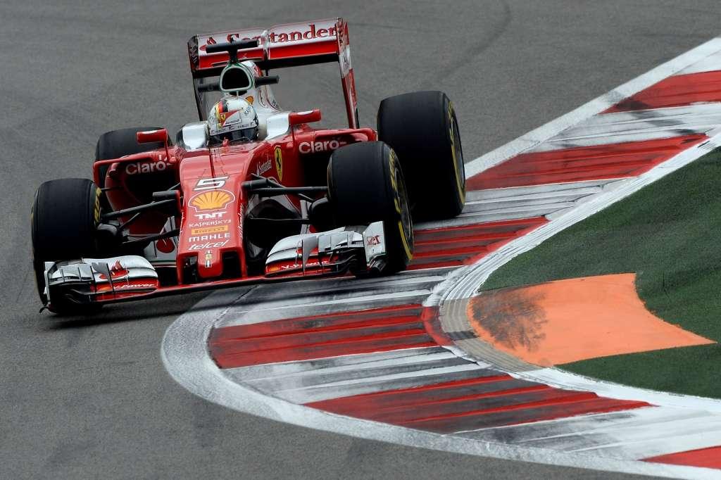 Sebastian Vettel Ferrari SF16-H Russia GP Sochi F1 2016 on apex kerb left corner Foto Ferrari