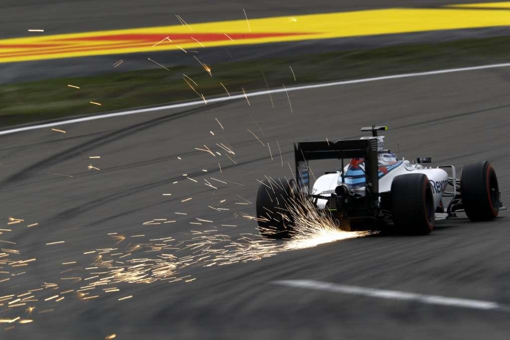 Valtteri Bottas Williams Mercedes FW38 China GP F1 2016 sparks Foto Williams